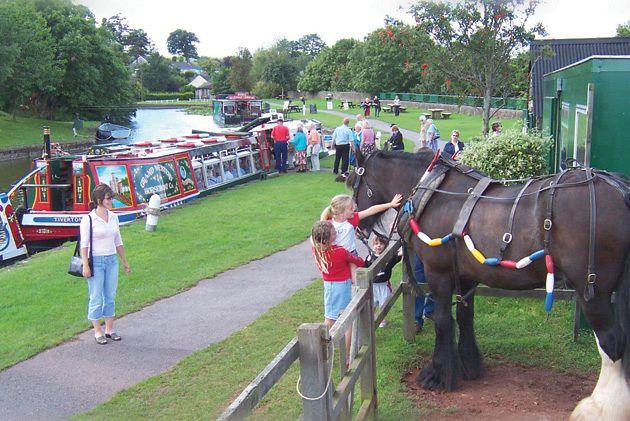 Tiverton Horse drawn barge